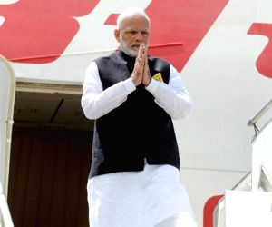 Hasina rolls out red carpet for Modi