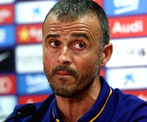 New coach Luis Enrique open to adapting Spain's passing game