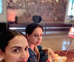 Hema Malini performs havan on daughter Esha Deol's birthday