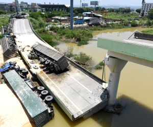 CHINA GUANGDONG HIGHWAY RAMP COLLAPSE