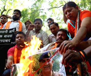 Hindu Sena demonstration against Pak army chief