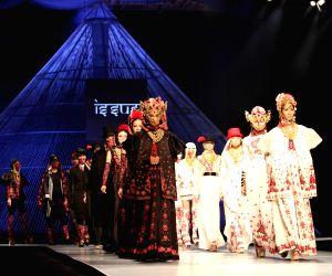 Ho Chi Minh City: Vietnam International Fashion Week 2014 :