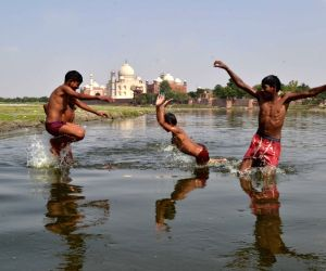 Heat wave, high humidity continues in UP