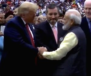 Modi invites Trump to vis