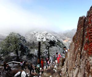 CHINA ANHUI HUANGSHAN SNOWFALL