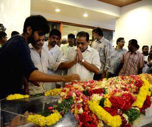 Friends and relatives pay tribute to Daggubati Ramanaidu