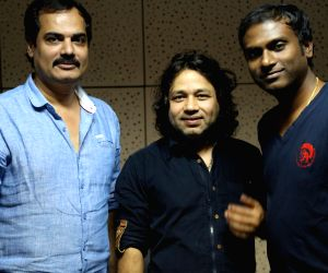 Kailash Kher record a song