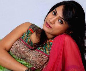 Stills of telugu film O Cheliya Naa Priya Sakhiya