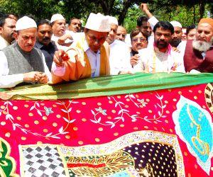 KCR sends 'Chaadar' to Ajmer Sharif
