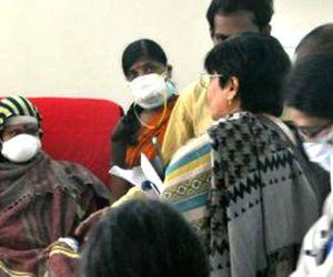 Bandaru Dattatreya meets swine flu patients