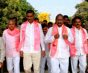 TRS legislators pay tribute to martyrs at Gun Park