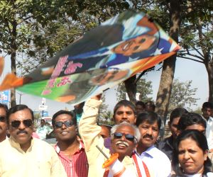 Bandaru Dattatreya ​flies​ kite on Makar Sankranti