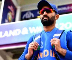 I will go with India as favourites to win vs Pakistan: Karthik