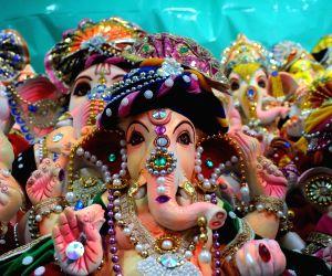 idols-of-lord-ganesha-at-the-kumartuli-workshop