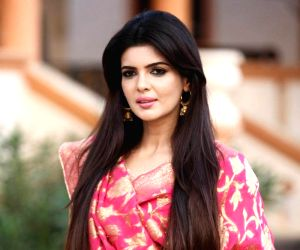 Ihana Dhillon dazzles in yellow
