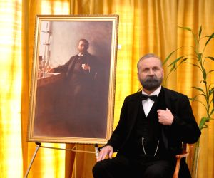 Alfred Nobel' visits India 116 yrs after death; eyes Bollywood