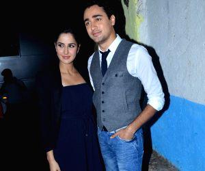 Imran and Katrina on the sets of Comedy Circus