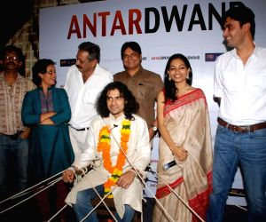 Imtiaz Ali kidnapped and trapped as a groom to promote film Antardwand at PVR, Juhu.