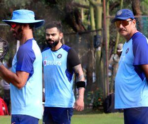 India - practice session - Ravi Shastri, Virat Kohli