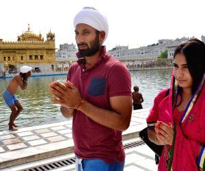 Sardar Singh visits Golden Temple