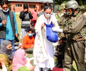 Indian Army and Rouble Nagi Art Foundation join hands to feed people in J&K