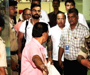 Dhoni, Kohli arrive at airport