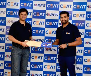 Cricketer Rohit's bat to be endorsed by CEAT
