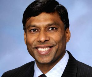 Indian American's company approved for moon landing ()