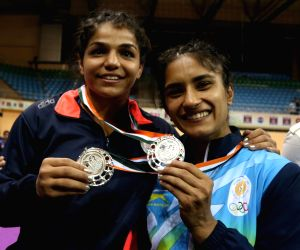 Indian wrestlers Vinesh Phogat and Sakshi Malik won silver medal