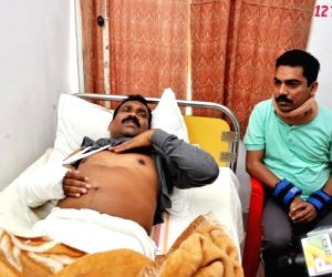 With hand fractured, Madhu Koda continues protests
