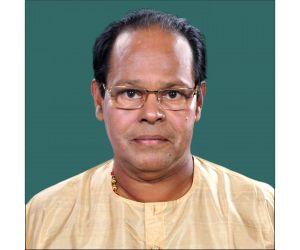 Chalakudy sitting MP Innocent votes, cracks jokes
