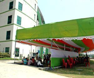 Investors of Saradha chit fund submiting complaint in Kolkata