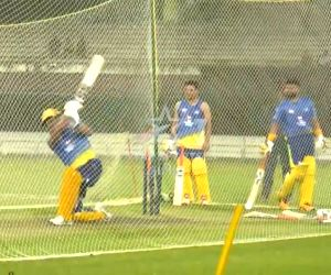 IPL 2020: Dhoni sounds warning bells, smashes five sixes