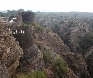 Meet the 15 majestic forts of India!