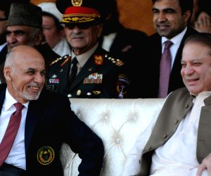 Islamabad (Pakistan): Pakistani PM Nawaz Sharif  with Afghan President Ashraf Ghani during a cricket match