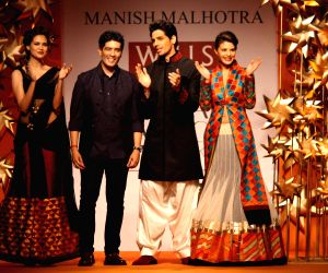 Manish Malhotra's show at Wills Lifestyle India Fashion Week 2013