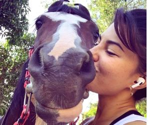 Free Photo: Jacqueline Fernandez kisses her 'sunrise buddy' in new pic