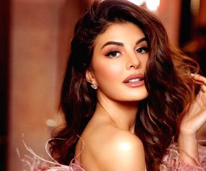 Jacqueline Fernandez strikes a Thundering Tuesday pose for fans