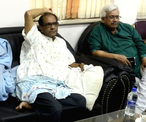 JU vice-chancellor Suranjan Das meets press