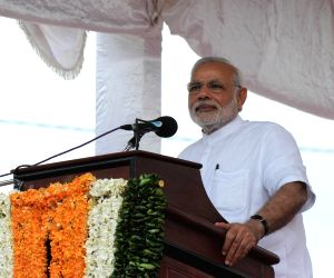 PM Modi at Ilavalai North-West Housing Project site