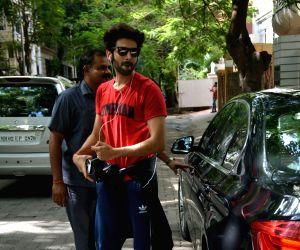 Kartik Aaryan seen at Bandra