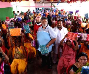Pappu Yadav distributes sarees among women on 74th Independence Day