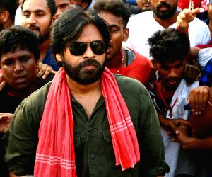 Pawan Kalyan begins fast to over 'Uddanam' kidney ailment