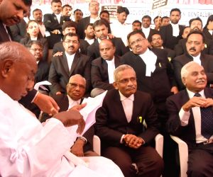 Bengaluru Advocate Association members meets H.D. Deve Gowda