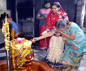 Jashodaben Modi at Rangeshwar Mahadev temple