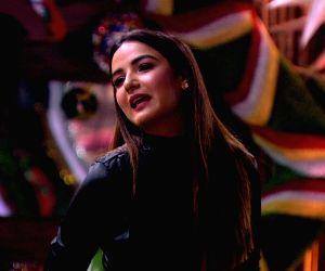 Bigg Boss 14: Jasmin Bhasin upset with Abhinav for 'bhains' jibe at Aly Goni