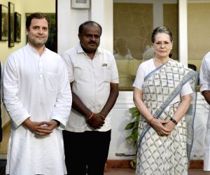 Kumaraswamy meets Sonia, Rahul, discusses government formation