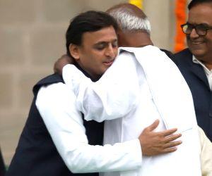 JD(S) supremo HD Deve Gowda hugs Samajwadi Party chief Akhilesh Yadav at the swearing in ceremony of Karnataka Chief Minister H.D.Kumaraswamy in Bengaluru on May 23, 2018.