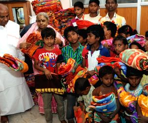 H D Devegowda distribute blanket for the homeless children