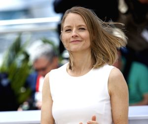 Jodie Foster's mother-cum-manager dead